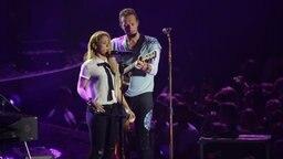 Die Sängerin Shakira und Chris Martin singen am 06.07.2017 in Hamburg beim ersten Global Citizen Festival-Konzert. © NDR Fotograf: Axel Herzig