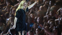 Ellie Goulding singt am 06.07.2017 in Hamburg beim ersten Global Citizen Festival-Konzert.  © dpa Bildfunk Fotograf: Daniel Reinhardt