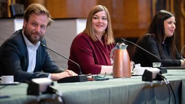 Anjes Tjarks, Katharina Fegebank und Anna Gallina (alle Grüne) sitzen in Koalitionsverhandlungen mit der SPD | picture alliance