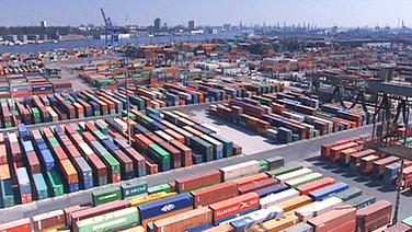 Luftbild des Hamburger Hafens mit Containerterminals.