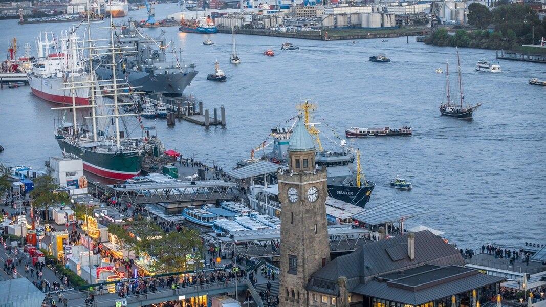 Hafengeburtstag Mit Einlaufparade Gestartet