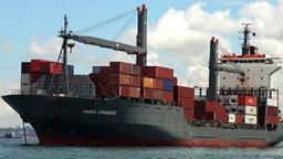 """Das von Piraten entführten Hamburger Containerschiff """"Hansa Stavanger"""" (Archivfoto). © dpa Foto: A9999 DB Hasenpusch"""