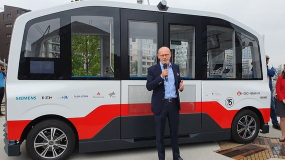 Hochbahn stellt fahrerlosen E-Kleinbus vor   NDR de