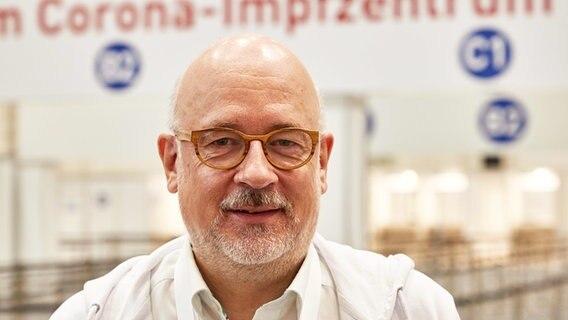 Dirk Heinrich, medical director of the Hamburg vaccination center.  © picture alliance / dpa    Georg Wendt Photo: Georg Wendt