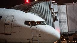 Eine Chartermaschine steht auf ihrer Position auf dem Flughafen Frankfurt. © picture alliance/dpa | Boris Roessler Foto: Boris Roessler