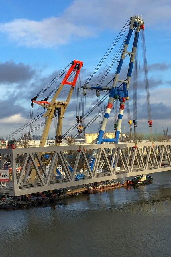 Neue Kattwykbrücke: Mittelteil wird eingesetzt