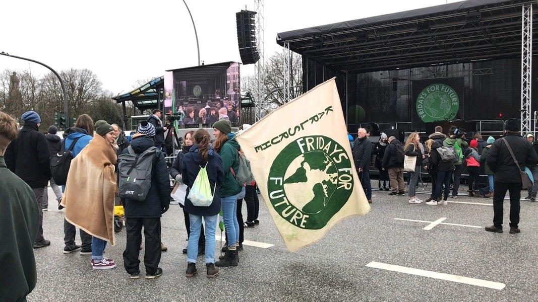 """""""Fridays for Future"""": Klima-Demo mit Greta vor dem Start"""