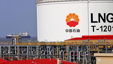 Ein Flüssiggasterminal in einem chinesischen Hafen.