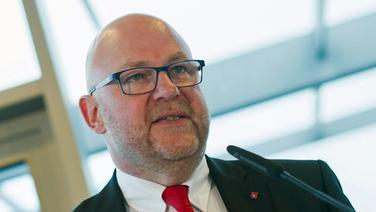 Axel Mattern, Vorstand von Hafen Hamburg Marketing. © dpa Fotograf: Lukas Schulze