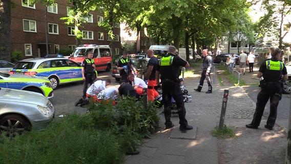 Blutiger Auseinandersetzung: Drei Verletzte nach Messerstreit in Hamburg
