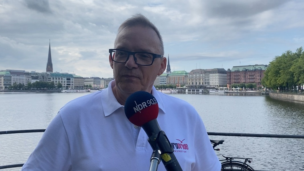 Stefan Mielchen vor der CSD Fahrrad-Demo im Interview ...
