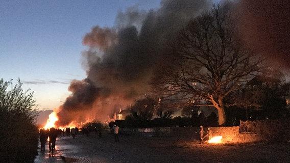 Blankeneser Osterfeuer brennen wohl auch 2018   NDR.de