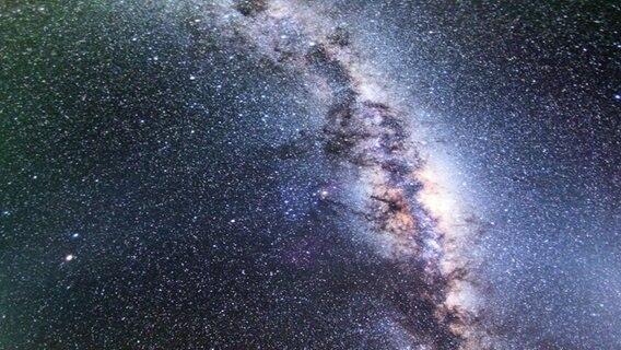 Millionen Sterne in der Milchstraße, projiziert im Planetarium Hamburg. © NDR Foto: Daniel Sprenger
