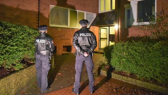 Kriminalität | Vater und Sohn tot in Hamburger Wohnung gefunden