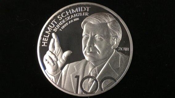 Zum 100 Gedenkmedaille Für Helmut Schmidt Ndrde Nachrichten