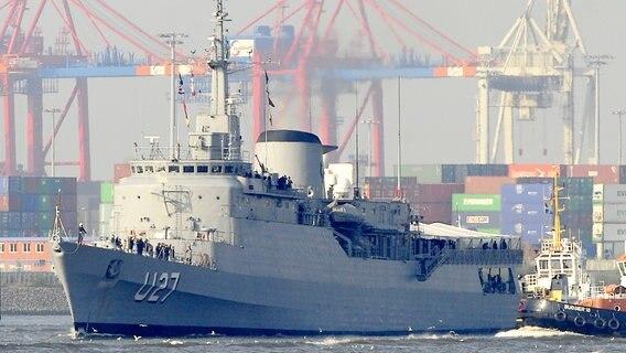 Schulschiff Brasil Zu Besuch In Hamburg Ndrde