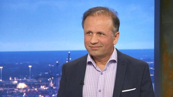Dr. Akbar Barialai im Hamburg Journal-Studio © Screenshot NDR