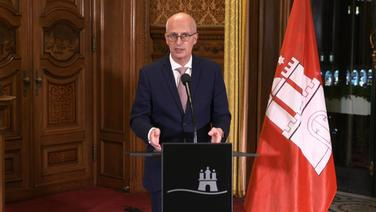 Peter Tschentscher (SPD), Hamburgs Erster Bürgermeister äußert sich nach der Bund-Länder-Konferenz über weitere Corona-Maßnahmen.   Screenshot NDR