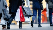 Shopping in Hamburg. © picture alliance / dpa Foto: Markus Scholz