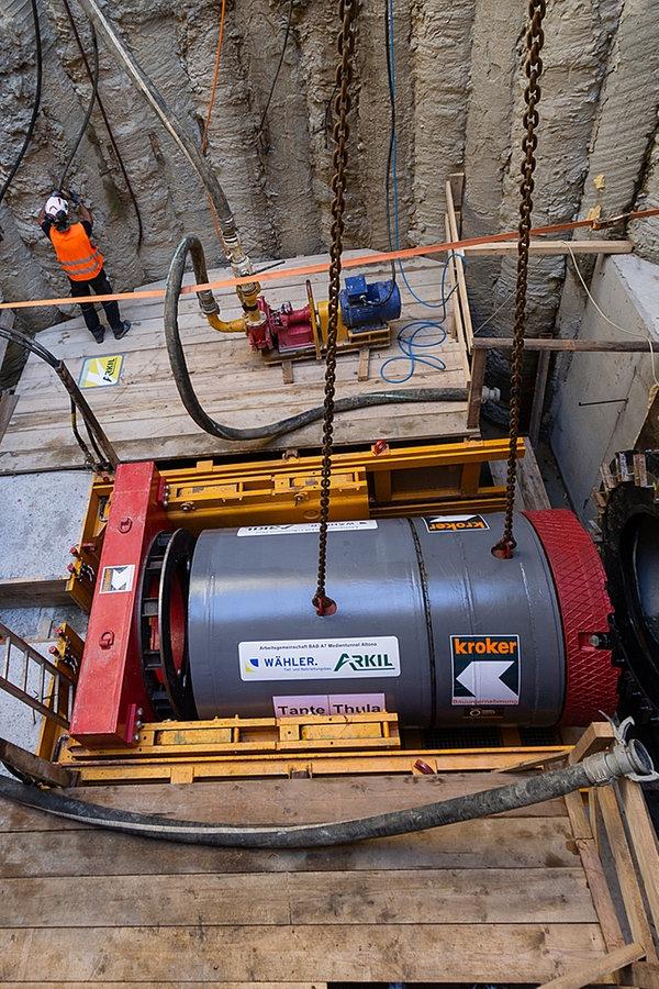 A7-Deckel Altona: Sechs Leitungstunnel gebaut