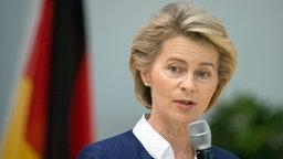 Bundesverteidigungsministerin Ursula von der Leyen bei einer Rede in der Führungsakademie der Bundeswehr in Hamburg. © dpa Fotograf: Daniel Reinhardt