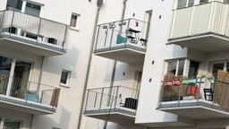 Balkone von Wohnungen in Hamburg. © dpa-Bildfunk Fotograf: Daniel Reinhardt