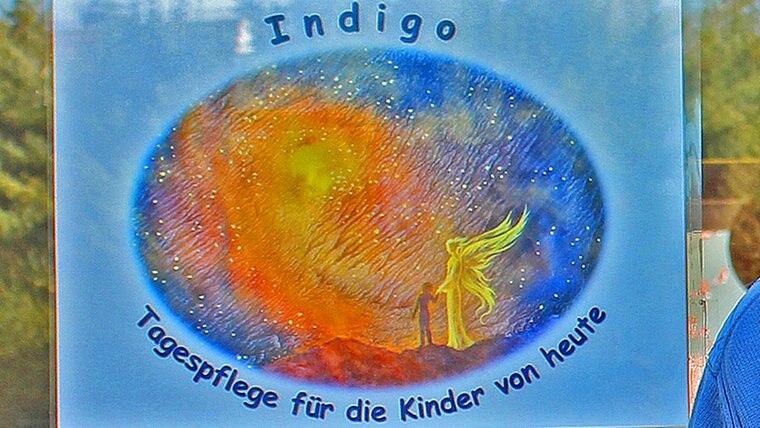 """Ein Schild mit der Aufschrift """"Kindertagespflege Indigo"""" © NDR.de Fotograf: Kristina Festring-Hashem Zadeh"""