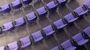 Sitzreihen im Deutschen Bundestag von oben aufgenommen © picture alliance / Daniel Kalker Foto: Daniel Kalker