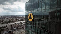 Das Logo der Commerzbank am Gallileo-Hochhaus in Frankfurt am Main. © dpa Foto: Fredrik von Erichsen