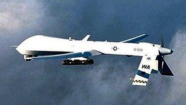 Eine US-Drohne vom Typ Predator feuert eine Hellfire-Rakete ab im Jahr 2001. © dpa picture alliance Foto: epa afp