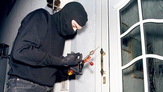 Dunkle Jahreszeit - was tun gegen Einbrecher?