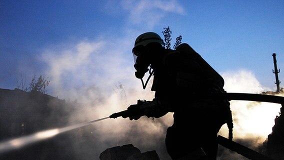 Brand in Einfamilienhaus: 75-Jährige verletzt