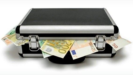 Koffer, aus denen Geldscheine quellen. © Panthermedia Foto: Marc Dietrich