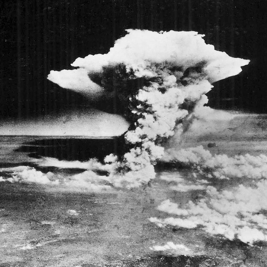 (1) Umstrittener Atomwaffenverbotsvertrag
