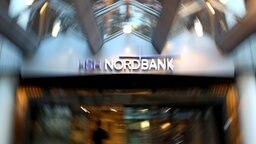 Der Haupteingang der HSH-Nordbank-Zentrale in Hamburg © dpa Foto: Kay Nietfeld