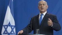 Israels Ministerpräsident Benjamin Netanjahu redet während einer Pressekonferenz. © dpa picture alliance Foto: Ulrich Baumgarten