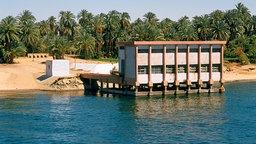 Pumpstation am Ufer des Nils unterhalb von Kom Ombo (Ober-Ägypten). © dpa picture alliance