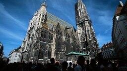 Blick auf das Wahrzeichen in Wien: den Stephansdom © picture-alliance / dpa Foto: Michele Limina