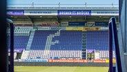 Blick in das menschenleere Stadion des VfL Osnabrück. © imago