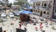Somalia, Kismayo: Die Schäden an einem Hotel sind nach einem rund zehnstündigen Terrorangriff zu sehen. © picture alliance/Uncredited/AP/dpa Foto: Uncredited
