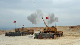 Türkische Artilleriegeschütze beschießen Ziele in Nordsyrien © dpa-Bildfunk Foto: Turkish Defense Ministry