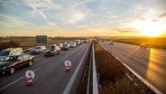 Symbolbild Stau auf der Autobahn © imago / 7aktuell Foto: Simon Adomat