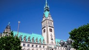 Hamburger Rathaus mit blauem Himmel © digiphot - MEV-Verlag Germany