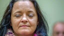 Die Angeklagte Beate Zschäpe im Gerichtssaal am Tag der Urteilsverkündung im NSU-Prozess in München © dpa Foto: Peter Kneffel