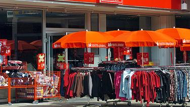 Filiale des Textildiscounters KiK von außen © picture-alliance Foto: Sven Simon