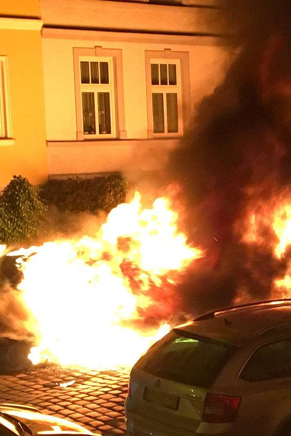 Erneut brennende Autos in Rostock: Brandstiftung vermutet