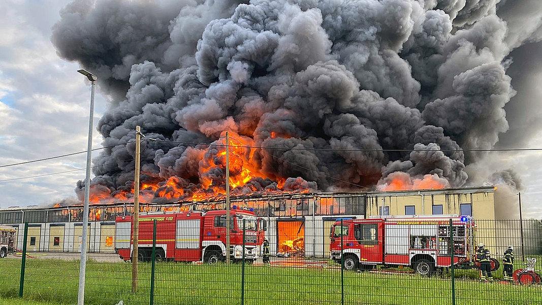 Rostock: Ermittlungen nach Großbrand in Rostock
