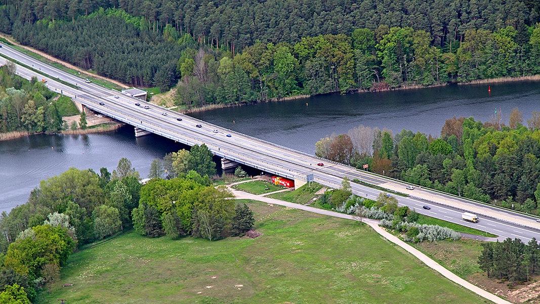Stau Petersdorfer Brücke