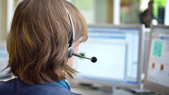 Frau mit Headset © Bildredaktion NDR Online Fotograf: Christine Raczka