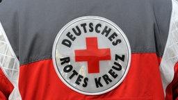 Das Logo vom Deutschen Roten Kreuz auf einer Rettungsweste. © picture-alliance / dpa